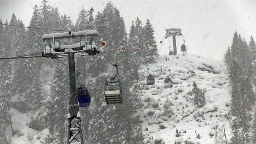 Die neue Gondelbahn ist 3050 Meter lang... (Bild: Videostill René Meier / luzernerzeitung.ch)