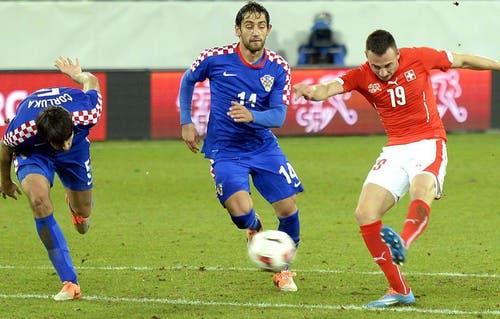 Josip Drmic (rechts) trifft zum 1:0. (Bild: Keystone)