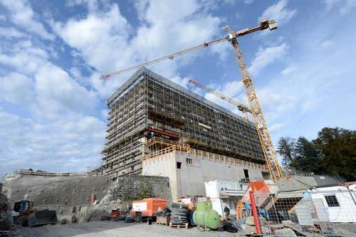 08.10.2014: Die Bauarbeiten am Palace Hotel des Bürgenstock Hotel Resort sind in vollem Gange. (Bild: Keystone)
