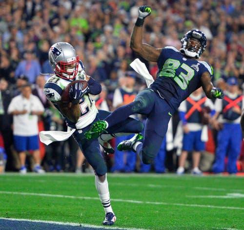 News England gewinnt den 49. Super Bowl gegen die Seattle Seahawks mit 28:24. Auf dem Bild: New England Patriots-Spieler Malcolm Butler (links) gegen Ricardo Lockette von den Seattle Seahawks. (Bild: EPA / Larry W. Smith)