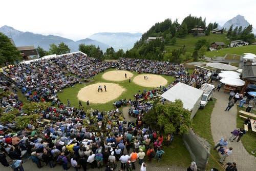 Die Schwingerarena auf dem Stoos beim traditionellen Bergschwinget. (Bild: Keystone / Urs Flüeler)