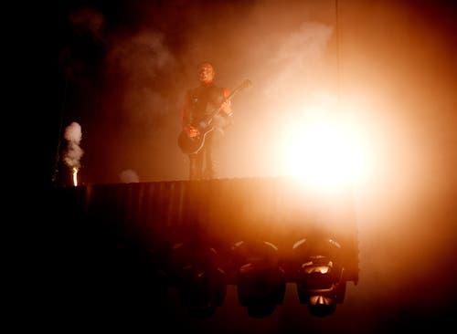 Knaller und Funken gehören wesentlich zur Rammstein-Show. (Bild: Corinne Glanzmann)