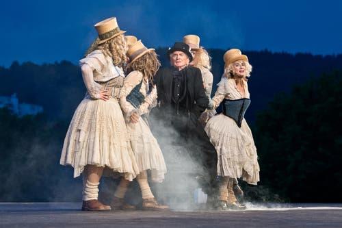 """Freilichtbühne der Luzerner Festspiele beim Richard Wagner Museum. Premiere des Stücks """"Das Luftschiff"""" von Thomas Hürlimann. (Bild: Dominik Wunderli (Neue LZ))"""