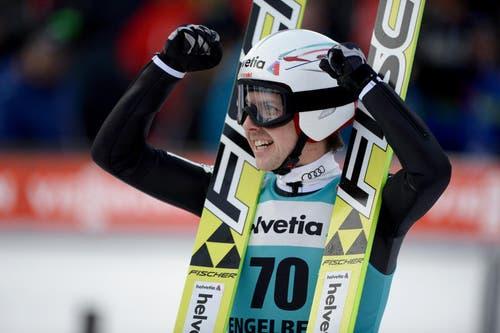 Der Schweizer Simon Amman feiert seinen zweiten Platz am Sonntag. (Bild: Keystone / Urs Flüeler)