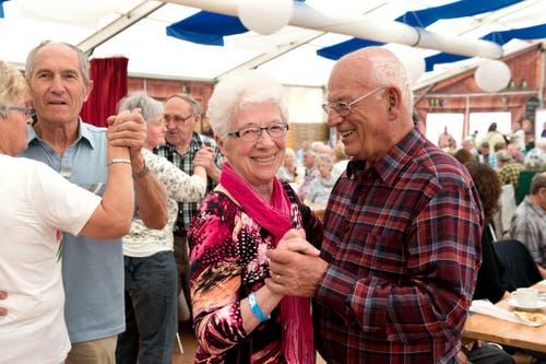 Hans und Käthi Schwertfeger am Seniorennachmittag. (Bild: Eveline Beerkircher / Beerkicher)