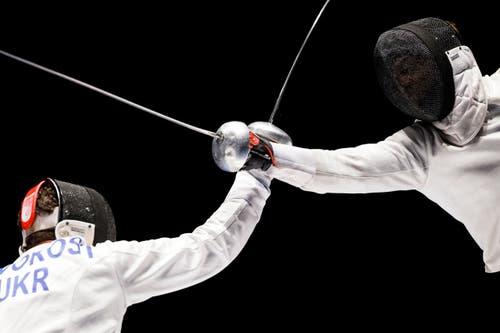 Im Achtelfinal: Max Heinzer, rechts, gegen Maksym Khvorost. (Bild: Keystone / Valentin Flauraud)