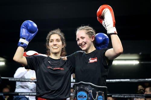 Michele Bachmann (rechts) jubelt nach dem Sieg gegen Verena Hofmann. (Bild: Philipp Schmidli / Neue LZ)