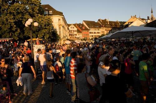 Sommerliche Stimmung n der 1. August-Feier in Zug am See. (Bild: Maria Schmid / Neue ZZ)