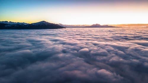 Nebelmeer und Abendrot. (Bild: Daniel Hegglin)