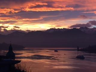 Luzerner Seebecken, im Vordergrund Hotel Palace (Bild: Ursula Panayiotou)