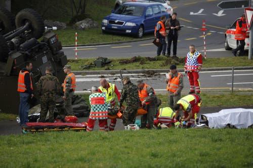 Ein Soldat musste mit dem Rettungs-Heli ins Spital überflogen werden. (Bild: Geri Holdener / Bote der Urschweiz)