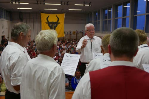 1. August: Bundesfeier in Seelisberg. Gesang in der Turnhalle. (Bild: Christoph Näpflin / Neue UZ)