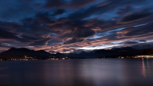 Durch den Föhn entstanden einzigsrtige Wolkenformationen (Bild: Esox - Livio Tatschl)