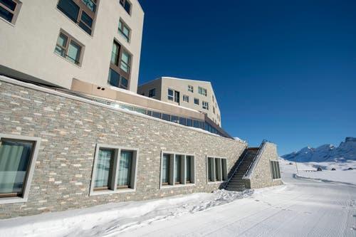 10. Dezember: Das neu eröffnete Ferien-Resort und 4-Sterne Superior Hotel Family Lodge auf der Melchsee-Frutt wurde eröffnet. Es gehört - wie das Hotel Palace in Luzern - dem chinesischen Investor Yunfeng Gao. (Bild: Keystone)