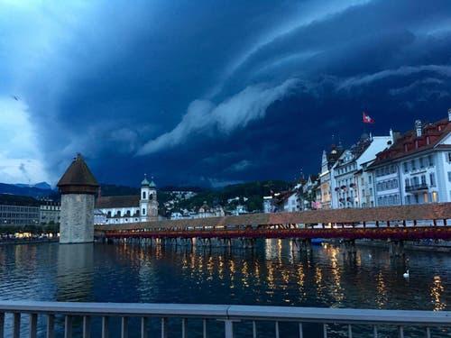 Luzern kurz vor den abendlichen Gewittern vom 17.8.2016 (Bild: Melinda Dönni)