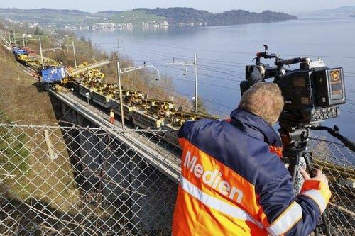 Das Medieninteresse nach dem tödlichen Bahnunfall bei Immensee ist gross. (Bild: Geri Holdener)
