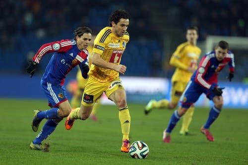 Dimitar Rangelov vom FCl gegen Basels Kay Voser. (Bild: Philipp Schmidli / Neue LZ)