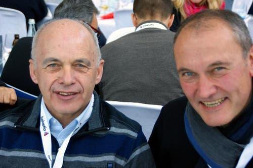 Bundesrat Ueli Maurer (links) mit Urs Küchler, Präsident des Obwaldner Kantonsrates. (Bild: Primus Camenzind / Neue OZ)