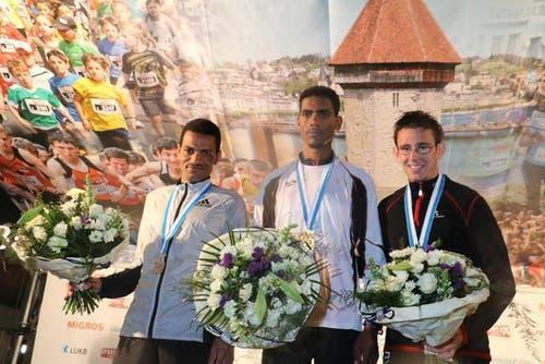Die drei Besten von links: Abraham Tadesse (2. Rang), Simon Tesfay (1. Rang) und Jannik Arbogast (3. Rang). (Bild: Ramona Geiger / luzernerzeitung.ch)