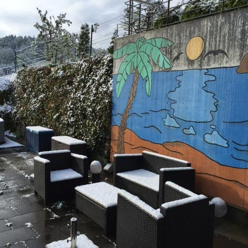 Schnee in Adligenswil. (Bild: Leserbild Beni Lanquetin Boog)