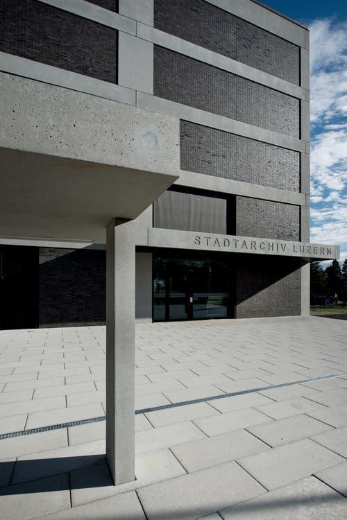 An der Ruopigenstrasse im Stadtteil Littau, vor der Kantonsschule Reussbühl, steht der Neubau. (Bild: Pius Amrein (Neue LZ))
