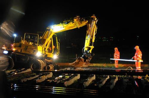 11. September 2013: Zwischen Stansstad und Stans wurden während mehrerer Nächte die Gleise erneuert. Eine imposante Grossbaustelle. (Bild: Corinne Glanzmann / Neue NZ)