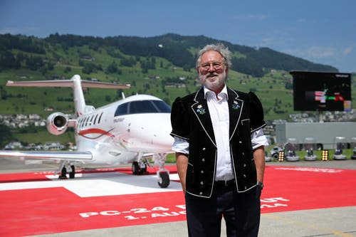 Die Entwicklung des PC-24 sei ein Bekenntnis von Pilatus zum Werk- und Denkplatz Schweiz, sagte Pilatus-Verwaltungsratspräsident OscarJ. Schwenk in einer Rede. (Bild: Philipp Schmidli)