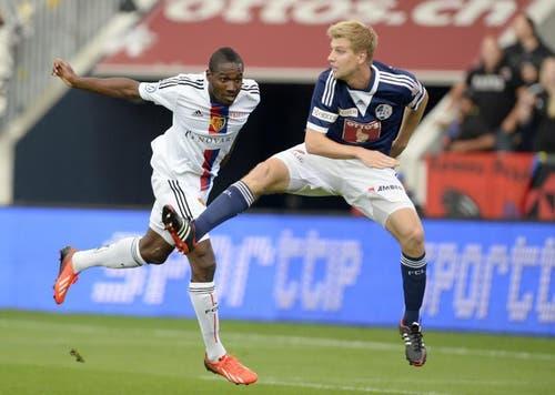 Basels Giovanni Sio (links) gegen Luzerns Florian Stahel. (Bild: Keystone)