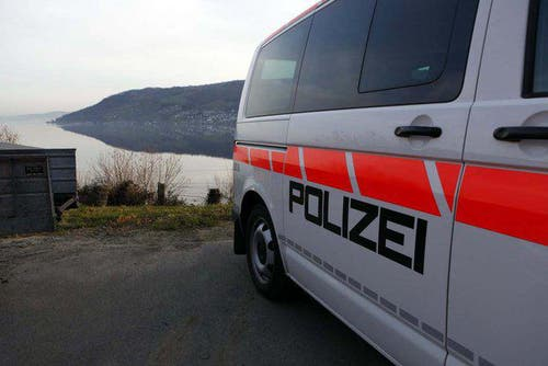 Polizei-Einsatz rund 2 Kilometer nördlich von Arth-Goldau. (Bild: Geri Holdener)