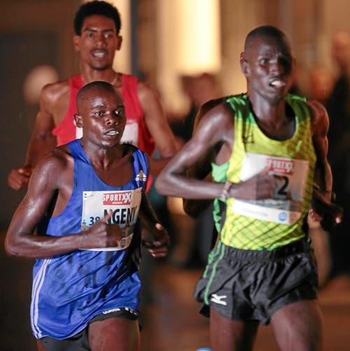 Frederick Ngeny (Kenia, links). (Bild: Swiss-Image)