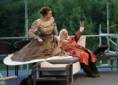Katja Kurze als Cosima Wagner, links, und Albrecht Hirche als Richard Wagner, rechts (Bild: Keystone)