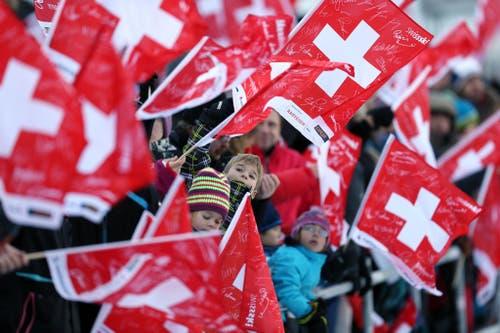 Zuschauer im Zielraum in Engelberg. (Bild: Philipp Schmidli (Neue Luzerner Zeitung))