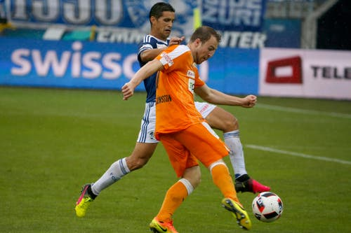Der Luzerner Ricardo Costa, links, im Spiel gegen den Zuercher Runar Mar Sigurjonsson, rechts. (Bild: KEYSTONE/Alexandra Wey)