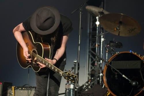 James Bay performs during his concert at the Blue Balls Festival in Lucerne, Switzerland, 17 July 2015. (KEYSTONE/Urs Flueeler) James Bay bei seinem Konzert am Blue Balls Festival in Luzern am Freitag 17. Juli 2015. (KEYSTONE/Urs Flueeler) (Bild: URS FLUEELER)