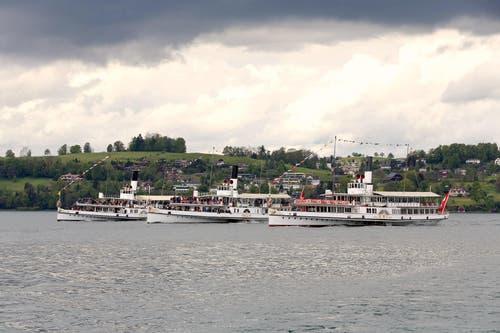 """Parade der Gastfreundschaft"""" - SGV Dampferparade zu Ehren des Gästivals. (Bild: Leser Bruno Schuler)"""