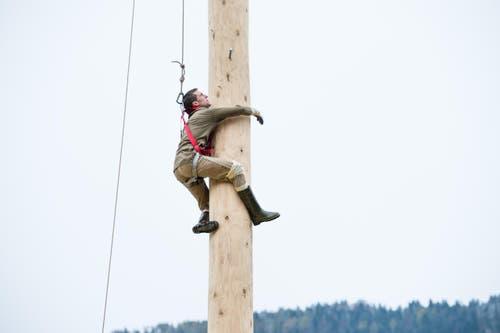 Roger Niederberger beim Klettern. (Bild: Roger Grütter (LZ))