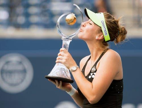 Belinda Bencic gewinnt den Rogers Cup in Toronto gegen Simona Halep, die beim Stand von 7:6, 5:7 und 3:0 wegen einer Verletzung aufgeben musste. Es ist einer der grössten Erfolge der jungen Schwyzerin (16. August). (Bild: AP / Frank Gunn)
