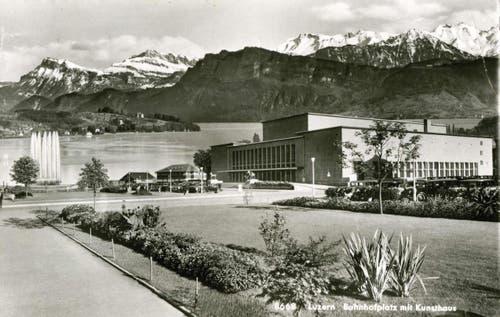 Neustadt: Bahnhofplatz mit Kunsthaus, 1939 (Bild: PD)
