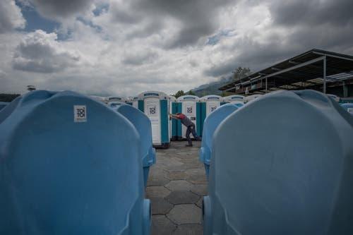 Marketingleiter Roland Mettler sagte im Vorfeld des Festivals: «Wir rechnen mit rund 80 Kubikmetern Abwasser.» Das entspricht 80 000 Litern. Die Firma Toitoi habe in diesem Jahr neun Aufträge in dieser Grössenordnung. (Bild: Pius Amrein / Neue LZ)