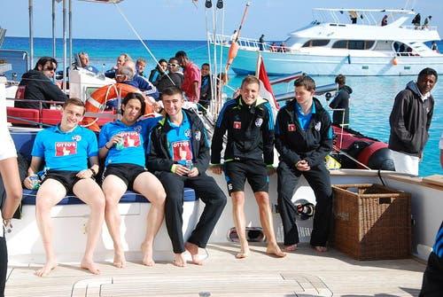 Freuten sich auf der Yacht (von links): Burim Kukeli, Jahmir Hyka, Edmond Selmani, Nedim Sacirovic und Nico Samson. (Bild: Daniel Wyrsch/Neue LZ)