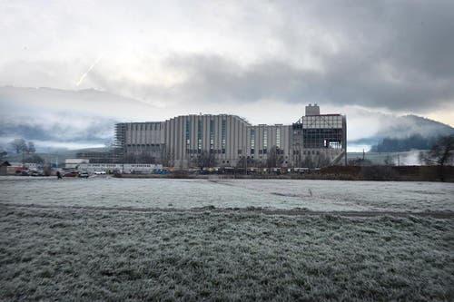 Die fertig erstellte neue Kehrichtverbrennungsanlage im Dezember 2014. (Bild: Nadia Schärli)