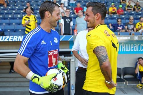 Kennen sich aus Super-League-Zeiten: Luzerns David Zibung (links) mit Dortmunds Roman Bürki. (Bild: Philipp Schmidli)