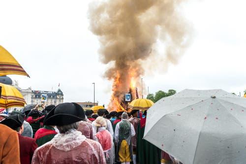 Das Feuer ist gezündet … (Bild: Roger Grütter / Neue LZ)
