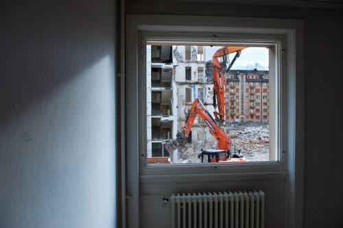 Zwei Häuserreihen stehen aktuell nur noch zur Hälfte. (Bild: Dominik Wunderli / Neue LZ)