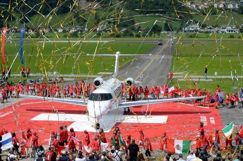 Wird feierlich eingeweiht: Der neue PC-24 der Pilatuswerke. (Bild: Keystone)