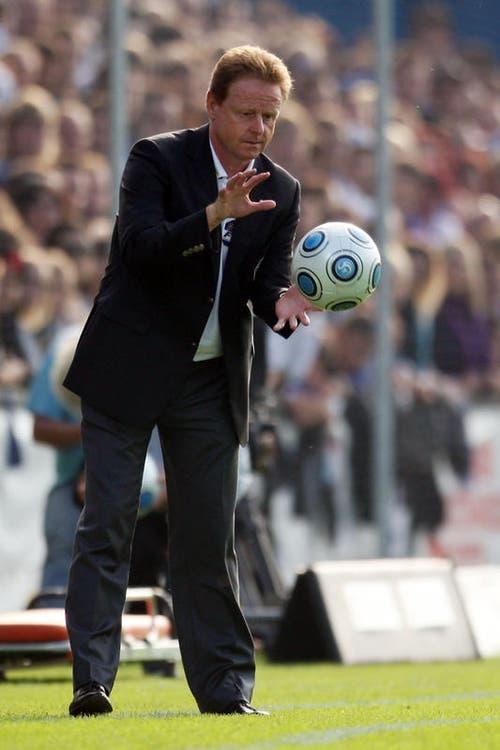 Will das Spiel schnell machen: Rolf Fringer an der Seitenlinie. (Bild: Philipp Schmidli/Neue LZ)
