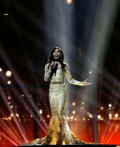 Ob sie bei Eglis wohl über die Ladentheke gehen würde: Pop-Phänomen Conchita Wurst alias Thomas Neuwirth im Mai beim Eurovision Song-Contest. (Bild: Keystone)