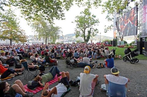 Public Viewing auf dem Inseli. (Bild: Philipp Schmidli / Neue LZ)
