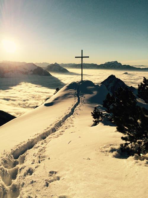 5. Januar: Ein regelrechtes Winterwunderland war die Zentralschweiz während der Jahreswechseltage – das hat viele motiviert, an unserem Fotowettbewerb mitzumachen. Im Bild: der Rigi-Hochflue-Gipfel mit Sicht auf Stanserhorn und Pilatus. (Bild: Leserin Andrea Pisani)
