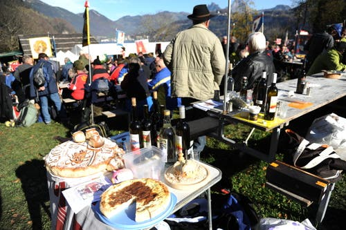 Das Kuchenbuffet steht bereit. (Bild: Urs Hanhart (Neue UZ))